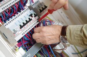 votre électricien interviendra en express sur Paris 11 pour remettre vos installations d'aplomb.