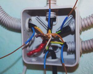 installation d'une boite de dérivation par votre electricien sur Paris 11
