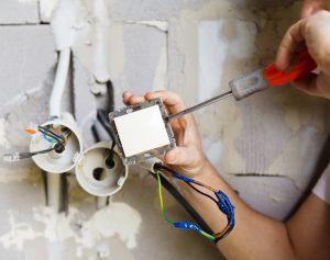 électriciens interviennent sur Creteil